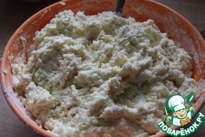 Mix flour with soda and sift in the cheese mass.  Look what a wonderful dough! The dough will be sticky, but add flour is not necessary!