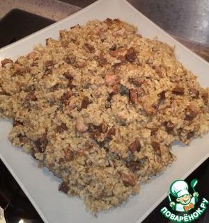 Готовый плов перед подачей перемешиваем, чтоб мясо равномерно распределилось с рисом. Выкладываем на блюдо и подаем к столу.   Приятного аппетита!