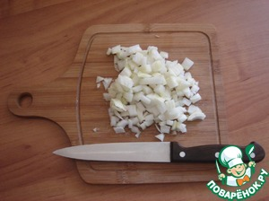 Onion cut arbitrarily. I cut finely. Send it to the melted fat and fry the bacon until greaves.