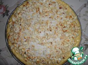 Посыпать поверхность пирога орехами с сахаром. Выпекать при t 170-180 С в течение 40 минут.