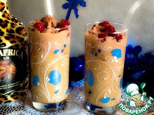 Chilled tall glasses, fill up half of the cooled coffee, pour the liqueur evenly, put in each glass ball of ice cream. Serve with straws. Ice cream on top with grated chocolate, decorate with canned cherries or fresh berries.