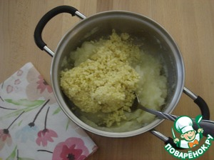 Potatoes make puree and put it to millet.