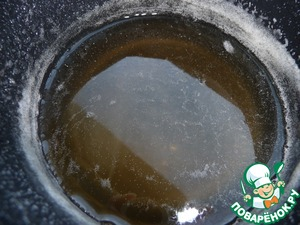 Boil until, when the syrup will be halved and it will be transparent.