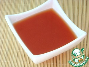 Dilute tomato paste with warm boiled water.
