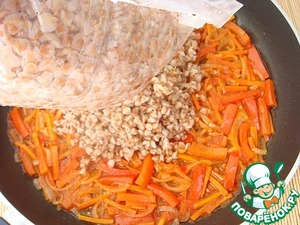 To get a packet of buckwheat, give to drain the water, gently open the side bag and put the buckwheat to the vegetables.