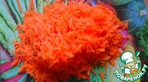 Морковь натираем на крупной терке.