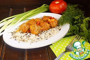 Take out the bags of rice out of the water, let it drain and place portions on plates. Spread on top of meatballs with vegetable sauce. Served to the table.  Bon appetit!