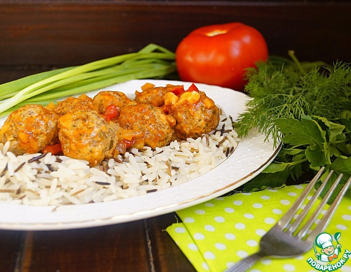 Рецепт: Фрикадельки в овощном соусе с рисом