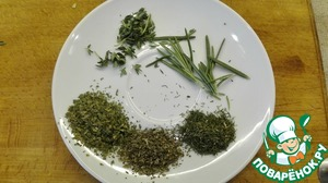 While fried onions, prepare the greens. Ideally, the greens need to take fresh and cut not small pieces. I was too lazy to get dressed and go to the market across the road and I took h/l dry parsley, dill, Basil, a little fresh thyme and rosemary