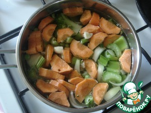 When water in pot comes to a boil, put all the vegetables.