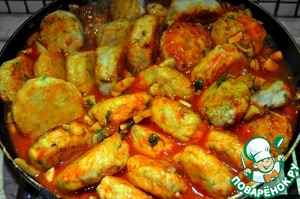 10) Add crumpled tomatoes with their juice to the mushrooms. Salt, pepper. Lay out meatballs. Stew until ready. Chicken is prepared quickly :)