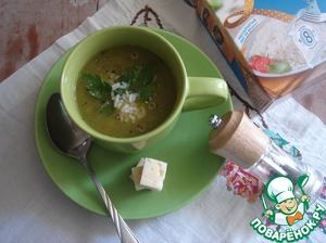 Pour the soup in bowls, put in each plate the rice, pour 1 teaspoon olive oil, decorate with parsley leaves and pepper freshly ground black pepper. Cheese cut into cubes and spread on a plate, right in the soup.