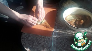On a piece of chicken, put about a teaspoon of the spinach, add the cheese (about the same), wrap in roll