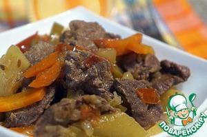 Подавать горячим, с любым гарниром, хотя при таком количестве овощей гарнир к этому блюду не очень-то и нужен.   Приятного аппетита!