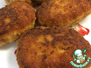 Cutlets are ready, place them on a plate for just a moment, we will need a pan for a creamy sauce with mustard.