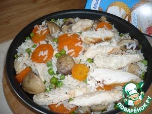 """Нарезанное куриное филе выложить на чистую сковороду добавив 1 ст. ложку топленого масла и обжарить 1-2 минуты вместе с грибами, овощами и рисом """"Янтарь"""" от ТМ """" Мистраль"""" в пакетиках. Посолить и поперчить. Подавать блюдо горячим.               Приятного аппетита!"""