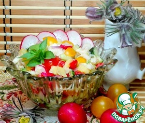 Bowls of salad were placed in salad bowls.  The salad is very tasty and looks delicious!