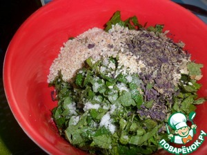 For the sauce: chop the mint and green onion, add sesame seeds, salt, olive oil, garlic, Basil (if fresh - fresh -10g).