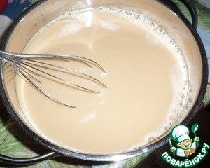 Pour the milk-coffee mixture to the condensed milk, add vodka and mix thoroughly with a whisk to condensed milk mixed with milk