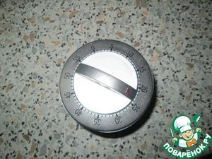 Поставить в духовку на 25 мин. Можно в разогретую на 200 град, у меня Бош требует, чтобы в холодную ставила. За 25 мин прекрасно запекаются.