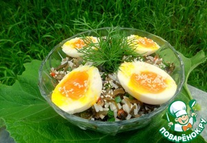 Put all in a salad bowl, sprinkle top with sesame seeds. Carefully cut eggs in half and put on top.   Bon appetit!
