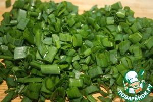 Cut green onions.