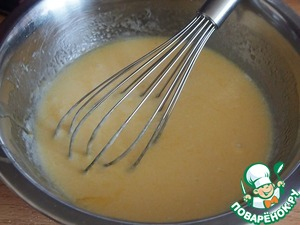 In another bowl, mix the kafir, eggs, and cooled melted butter and vanilla essence until creamy.