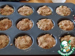 The muffin grease or insert paper bake cups. Spread the dough on the molds. The top of each muffin sprinkle topping for education sweet crisp and fragrant crust.
