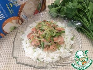 На рис положить рыбу, посыпать укропом и наслаждаться нежным вкусом рыбы в сливочном соусе с хрустящим огурчиком.   Приятного аппетита!