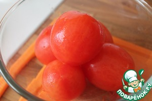 Tomatoes blanchere - fill for a moment with boiling water and remove the skins.