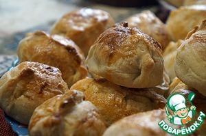 Pies of flaky pastry with meat and garlic ready.  Bon appetit!