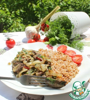 Put the buckwheat and the kavurma dish, served with tomatoes and herbs.