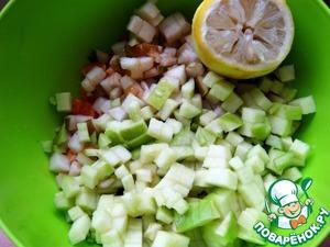 Cube cut Apple and pear. Pour with lemon juice.