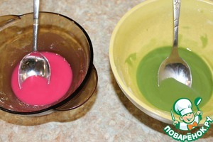 Prepare frosting.  Add water and lemon juice in the icing sugar, stir. Add food coloring and stir very well.