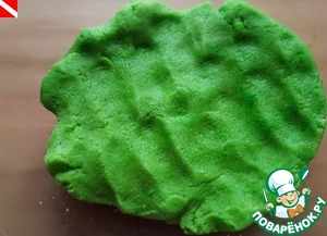 The dye gradually disperses, it turns out that kind of dough. Roll it into a ball