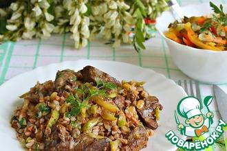 Рецепт: Ароматная куриная печень с кабачками