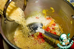 Add to the pan with vermicelli rice and fry for another 2 minutes.
