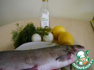 Here are the products we will need for this dish. If not olive oil, I guess you could replace the sunflower. Everything you need clean, wash, remove unnecessary. The head of a fish to cut is not necessary, the fins also do not have. The abdomen is carefully cut in order to subsequently fill it with stuffing.