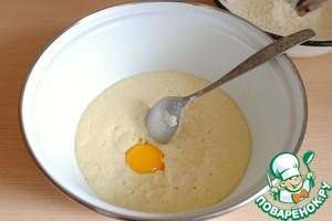In the dough add 1 egg yolk. Stir the mixture