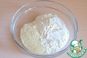 In a separate bowl, combine the wheat flour (100 gr.) and almond flour (50 gr.)