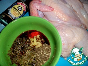 To prepare the marinade, mix soy sauce, liquid honey, grated fresh ginger, seasoning, herbs of Provence, chilli peppers.