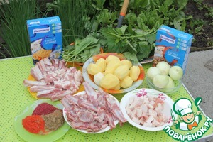 Режем ребра бараньи (для вкуса) и свиные (для нажористости). Овощи чистим и режем немелкими кусками.