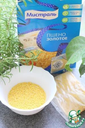 Cut the bag of millet, millet pour.