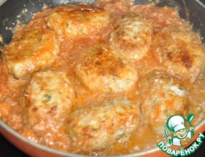 Pour the sauce over the meatballs and simmer 5 minutes with the lid closed on slow fire.