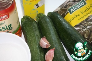 Our products for preparation.  This snack my friend tried one buffet restaurant and taste of these zucchini slightly sweet, very similar to the Swedish cucumbers are pickled, they are sweet and slightly salty. To taste you can add lemon juice before serving.
