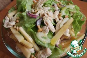 В миске смешать лук, сельдерей, виноград, курицу, яблоко и листья салата. Полить оливковым маслом и лимонным соком. Посыпать кедровыми орешками. Вкуснейший, легкий и полезный салат готов!)