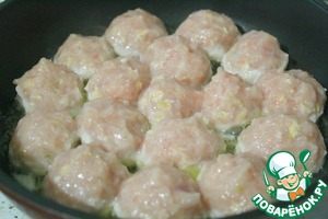 In a pan put the butter and vegetable oil fire small.  With wet hands make meatballs and spread on a pan.