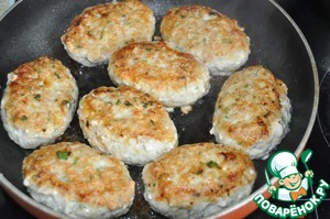 On a hot frying pan, pour vegetable oil and fry the cutlets on both sides until it will turn brown on a medium heat.