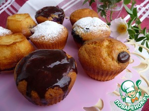 To decorate the cupcakes at the request of icing sugar or chocolate icing. Is left without decoration.