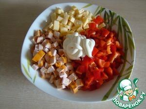 Выложить все в салатник, добавить майонез.